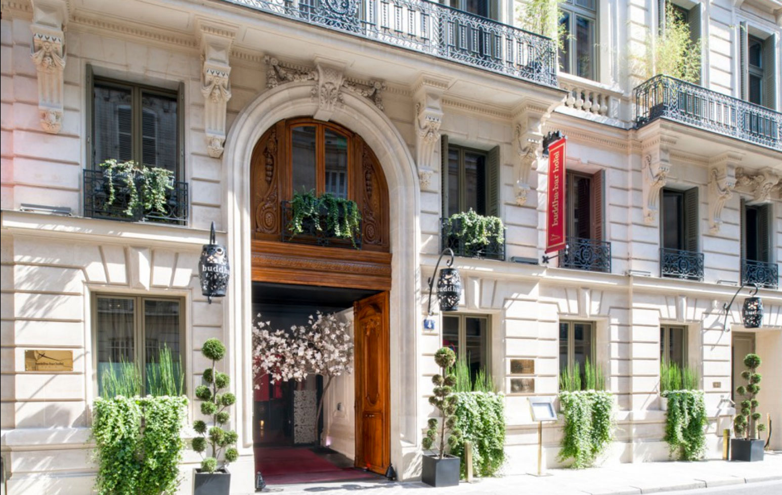 Luxury hotels: Buddha-Bar Hotel Paris